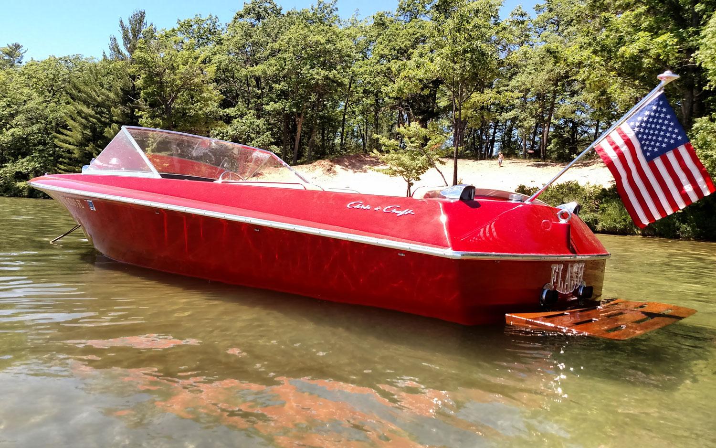 Chris Craft Amtique Boat Club