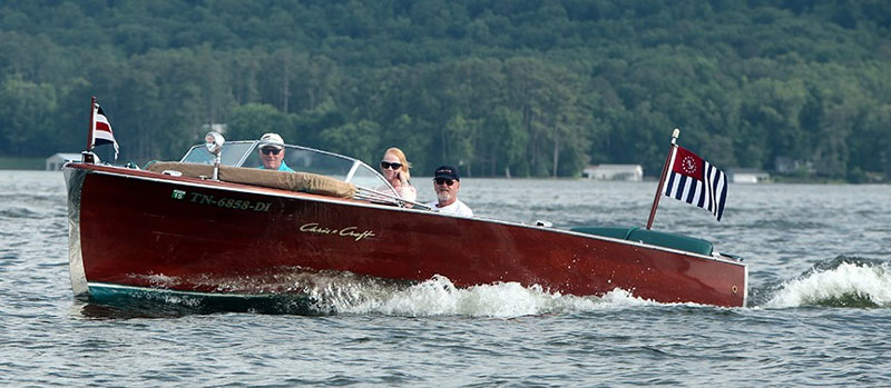 Tuesday tour of vintage boats 11 acbs antique for Chris craft boat club